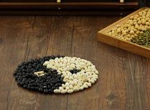 Vita bönor och svart sojaböna Royaltyfri Foto