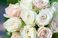 vita bakgrundsro för fokusförgrund för 3 bukett bröllop dag Royaltyfri Fotografi