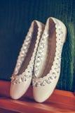 Vita balettskor Arkivfoton