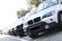 vita bilar Arkivfoto
