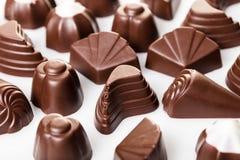 vita blandade choklader Arkivfoton