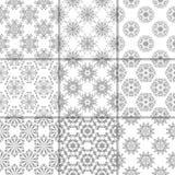 Vita blom- prydnader för grå färger och samlingen mönsan seamless