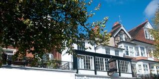 Vita byggnader av kungliga tunbridgebrunnar Arkivfoto