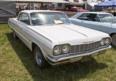 1964 vita Chevy Impala SS Arkivbilder