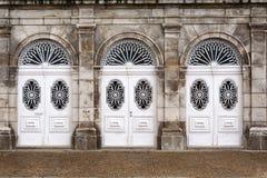 vita dörrar royaltyfria foton