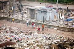 Vita dei bassifondi di Mumbai fotografie stock