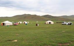 Vita del nomade del mongolian sulla savanna immagini stock
