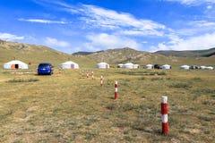 Vita del nomade del mongolian sulla savanna fotografie stock