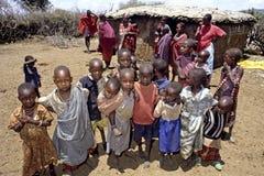 Vita del villaggio della gente di Maasai nel Kenya Fotografie Stock
