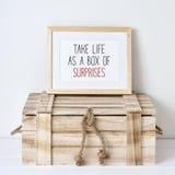 Vita della presa del testo come scatola delle sorprese Fotografia Stock