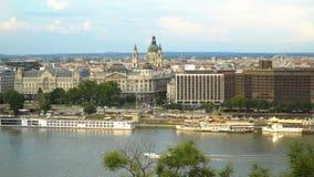 Vita di città a Budapest stock footage