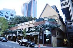 Vita di città della gente australiana con costruzione nella città a Sydney Immagini Stock