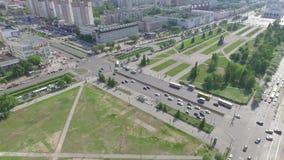 Vita di città in Russia e sue vie centrali stock footage