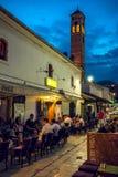 Vita di estate della via a Sarajevo Immagini Stock Libere da Diritti