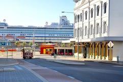 Vita di Fremantle: Carrello, nave da crociera ed architettura Fotografia Stock Libera da Diritti