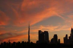 Vita di inverno della siluetta di sera del Dubai immagini stock libere da diritti