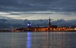 Vita di notte a vecchia Riga Fotografia Stock Libera da Diritti