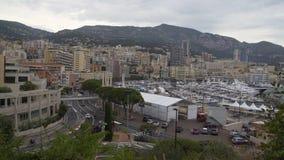 Vita di tutti i giorni nel Monaco, la camminata della gente ed il trasporto pubblico moventi le vie video d archivio