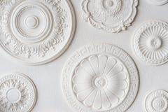 Vita disketter av olika former och format arkivbilder