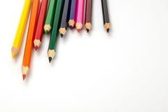 vita färgrika blyertspennor för bakgrund Royaltyfria Bilder