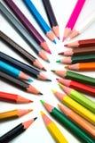 vita f?rgrika blyertspennor f?r bakgrund royaltyfri bild