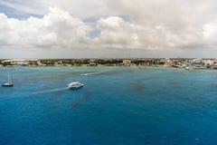 Vita fartyg på det blåa havet Royaltyfri Foto