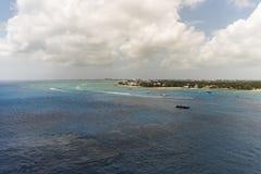 Vita fartyg på det blåa havet Royaltyfria Foton