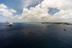 Vita fartyg på det blåa havet Royaltyfria Bilder
