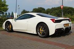 Vita Ferrari 458 svartvita Italia - Arkivfoto