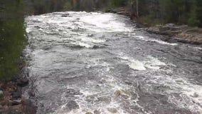 Vita forsar som leder till vattenfall lager videofilmer