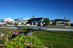 Vita fronte mare in Westshore, baia di Hawkes, Nuova Zelanda Immagini Stock Libere da Diritti