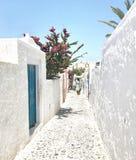 Vita gator i Santorini, Grekland Royaltyfri Bild