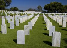 Vita gravar i Rosecrans den nationella kyrkogården, San Diego, Kalifornien, USA Arkivbilder
