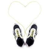 Vita gymnastikskor med hjärta på vit Arkivbilder
