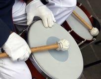 Vita handskar av valsspelaren i musikbandet Royaltyfri Fotografi