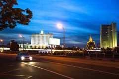 Vita Huset på invallningen av den Moskva floden i Juni 14, 2012 i Moskva, Ryssland Royaltyfri Foto