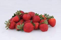 vita isolerade jordgubbar Royaltyfria Bilder