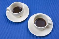 vita kaffekoppar Arkivfoton