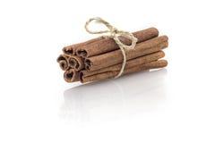 vita kanelbruna sticks Arkivbild
