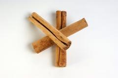 vita kanelbruna sticks för bakgrund Royaltyfri Foto