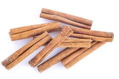 vita kanelbruna sticks för bakgrund Royaltyfria Foton
