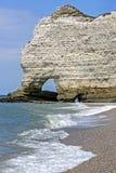 Vita klippor av Etretat, Normandie, Frankrike fotografering för bildbyråer
