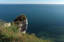 Vita klippor på den Etretat kusten Royaltyfri Bild