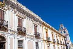 Vita koloniala byggnader Arkivbilder