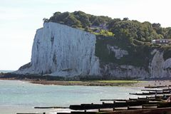 Vita kritaklippor av Dover i sydostliga England Royaltyfria Foton