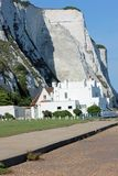 Vita kritaklippor av Dover i sydostliga England Royaltyfri Foto