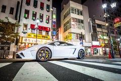 Vita Lamborghini Gallardo på gatan av Tokyo, Japan Royaltyfri Foto