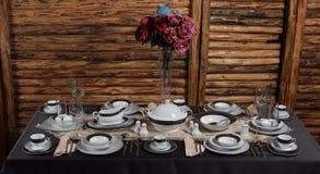 Vita lyxiga uppsättningar av porslinbunken Arkivfoto