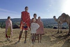 Vita Maasai, introduzione del villaggio del dromedario Fotografia Stock Libera da Diritti