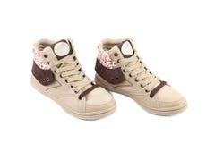 Vita moderna skor för flickor. Royaltyfri Foto